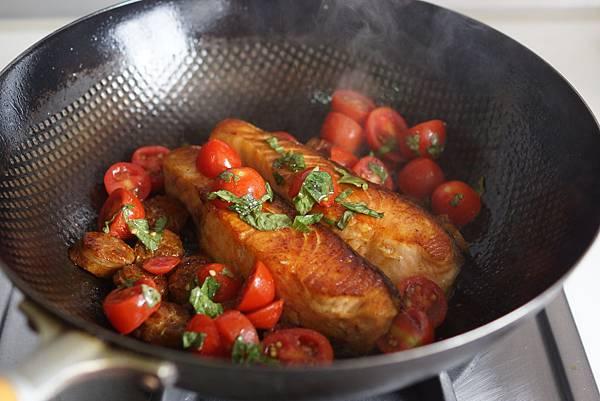 脆皮鮭魚佐西班牙臘腸