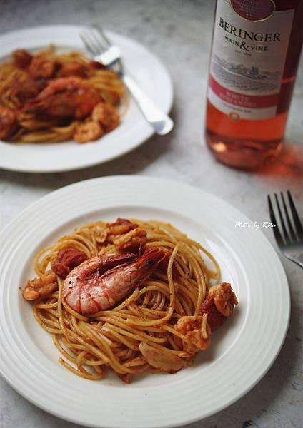 粉紅酒香辣大蝦麵