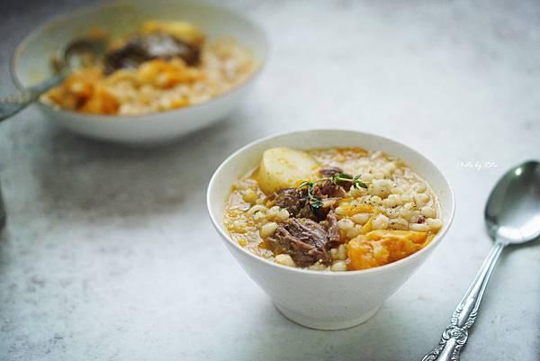 珍珠麥蔬菜燉牛肉