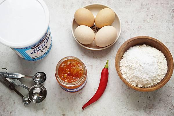 水煮蛋與芒果甜酸醬配扁麵包