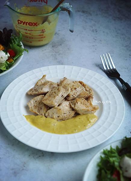嫩煎雞胸肉佐檸檬醬