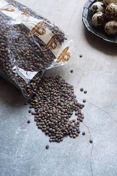 煎鴨胸佐義式培根炒扁豆和花椰菜