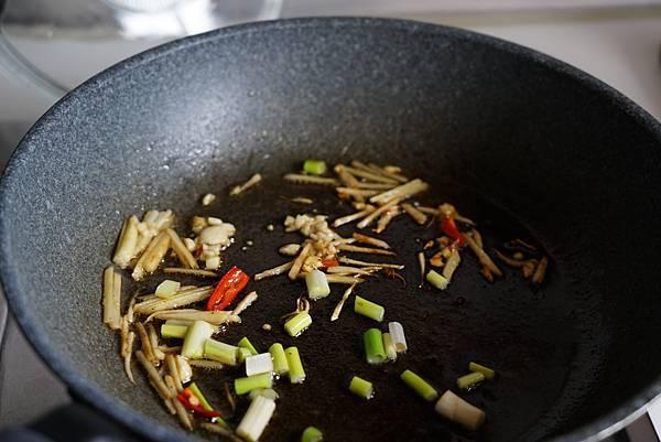 雨來菇炒鮮蚵