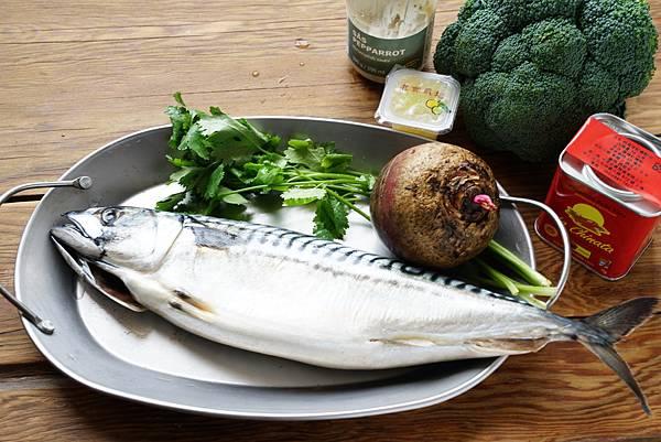 煙燻鯖魚、甜菜根與青花菜沙拉