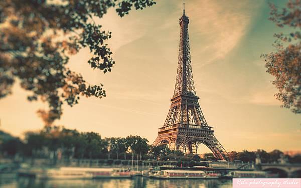 Eiffel-Tower-Wallpaper