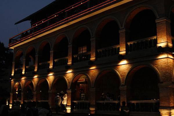夜晚的紅樓