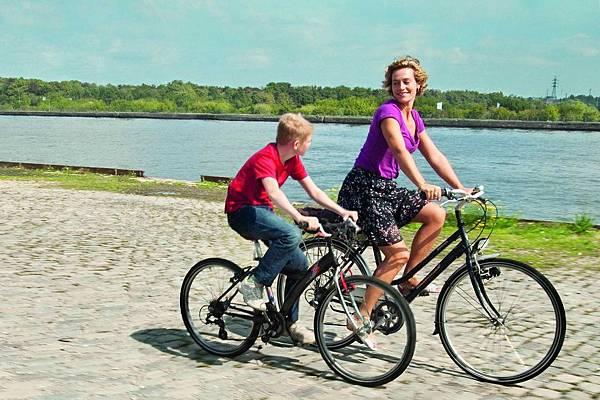 騎單車的男孩