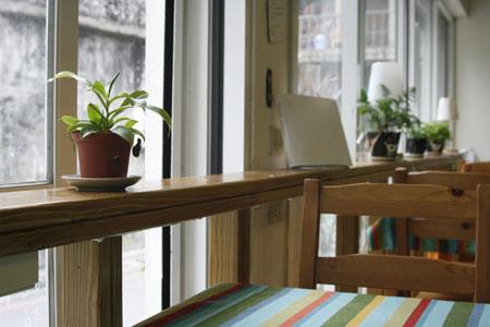 小小書房窗邊