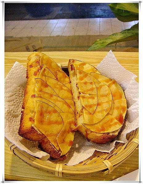 酥脆好吃蘋果烤麵包.jpg
