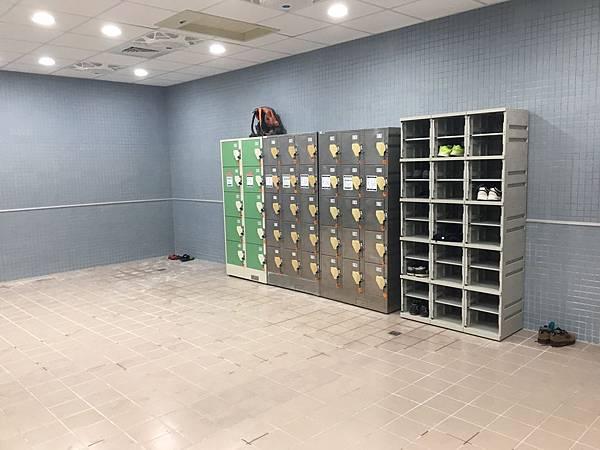 區運動中心游泳池置物櫃.jpg