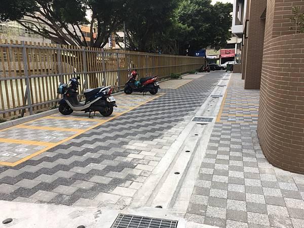 2018台中南屯運動中心-機車停車位週圍.jpg