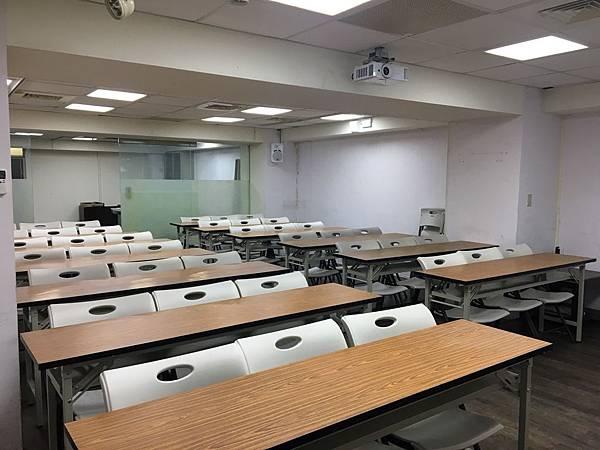 台北場地教室重慶77號場地前往後拍.jpg