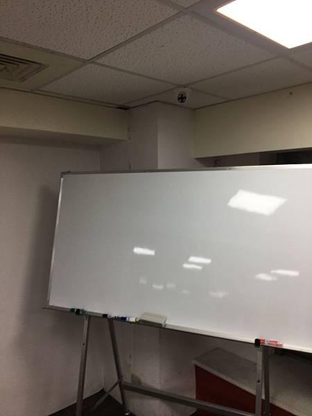 台北場地教室重慶77號白板.jpg