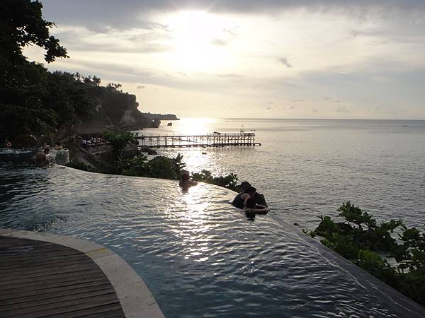 飯店無邊泳池