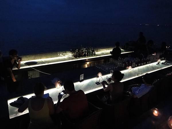 晚上的Rock bar
