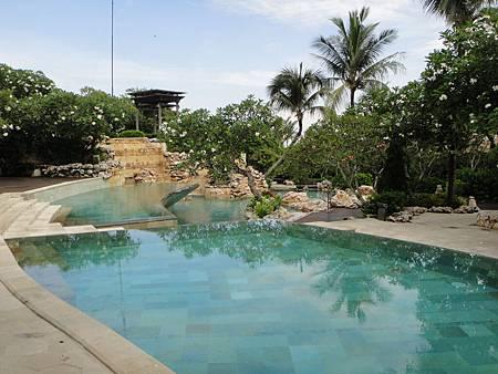 Cliff villa區泳池
