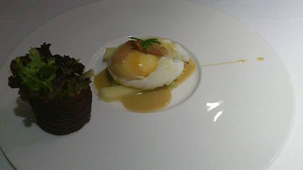 蘆筍水波蛋佐帕瑪火腿乳酪及芥茉油醋
