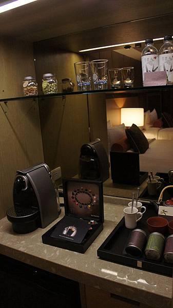 膠囊咖啡機與茶具