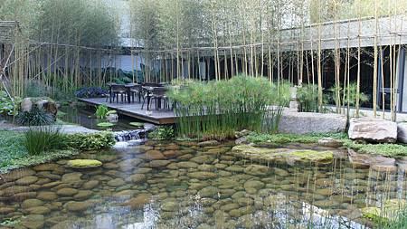 生態池與戶外茶區