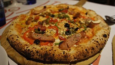 好吃香腸pizza