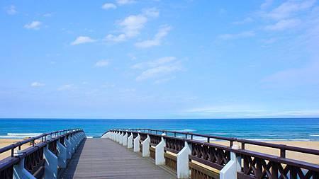 通到海灘的橋