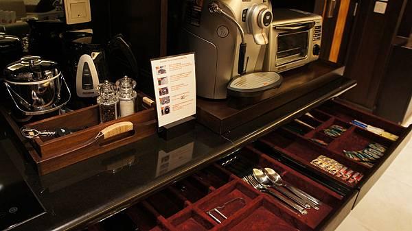 套房內的咖啡機