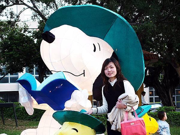 Vicki 看書Snoopy