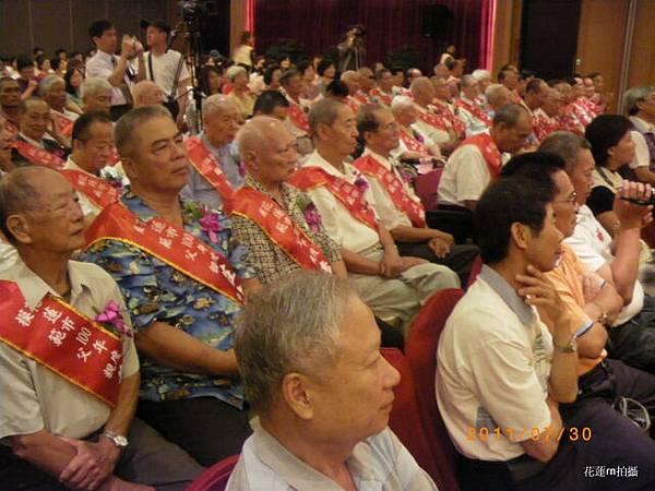 花蓮市100年「慶祝父親節模範父親表揚大會暨感恩活動」78.JPG
