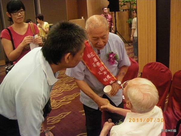花蓮市100年「慶祝父親節模範父親表揚大會暨感恩活動」023.JPG
