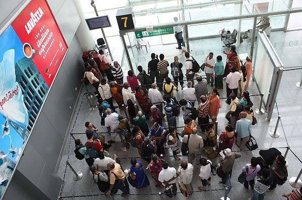 031 旅行的人總是需要咖啡的陪伴…在Gate等待登機.JPG