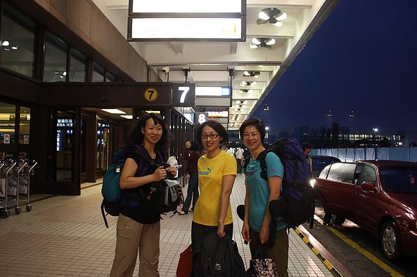004 走出發! 3個女生 A, R &R出發前往印度。.JPG