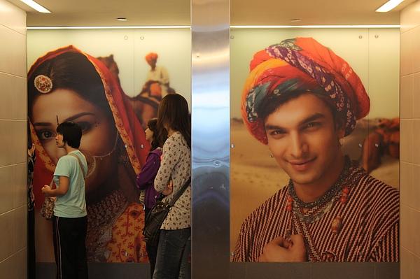 015 德里機場廁所的男女廁標示-2.JPG