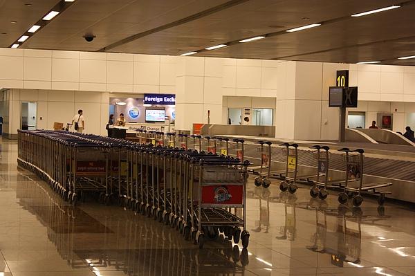 017 德里機場行李領取處,井然有序.JPG