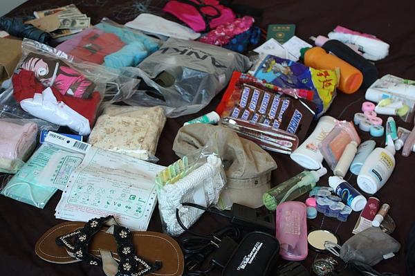"""005_15天的行李,簡便為原則,因應印度上廁所的問題,必備物衛生紙,及濕紙巾,科學麵…還有很重要的""""止瀉藥""""……….。.JPG"""
