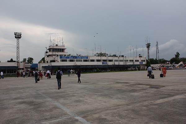 033 瓦拉納西機場,一樣是印度的國內機場,但已翻轉到印度的另外一面.JPG