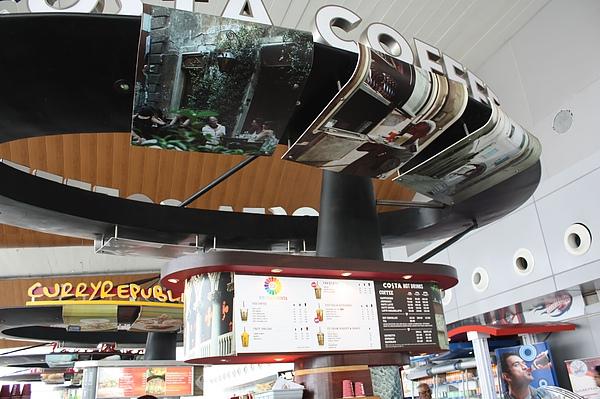029 德里機場內COSTA coffee.JPG