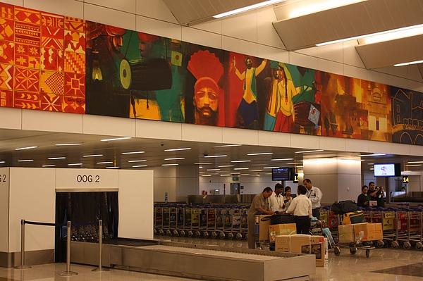 016 德里機場內,代表印度形象的畫作, 色彩豐富.JPG