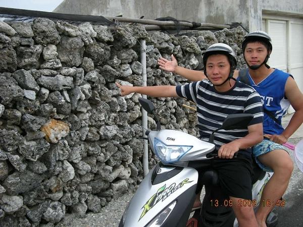25澎湖的特色 石牆.jpg