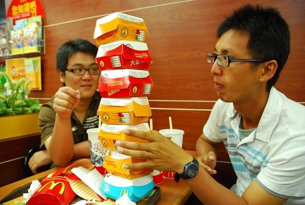 39 來澎湖吃麥當勞..還可以玩疊疊樂.jpg