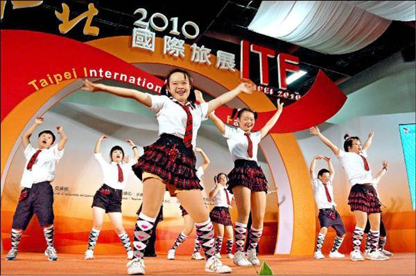 台北旅展 唐寶寶熱舞助陣