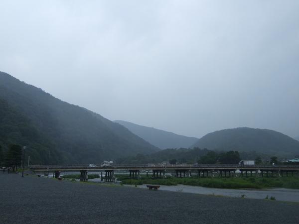 雨中的嵐山