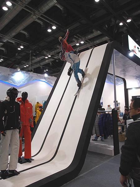 1. 現場的展示 讓人有如臨滑雪場的真實感