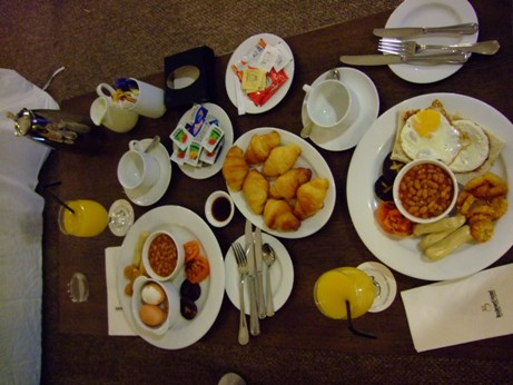 豐富的早餐....吃飽后開始工作啦!