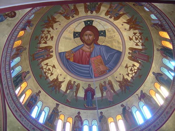 Fira教堂的彩繪玻璃