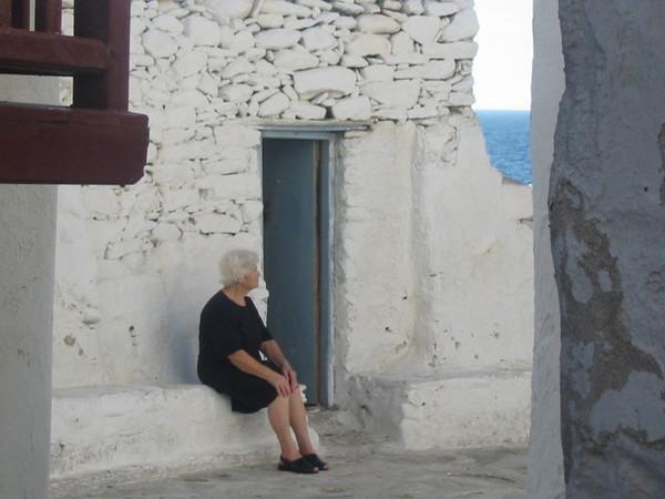休息的老太太