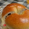 2013-10-06牛奶三味貝果胡桃覆盆子胡桃葡萄_002.jpg