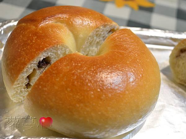 2013-10-06牛奶三味貝果胡桃覆盆子胡桃葡萄_004.jpg