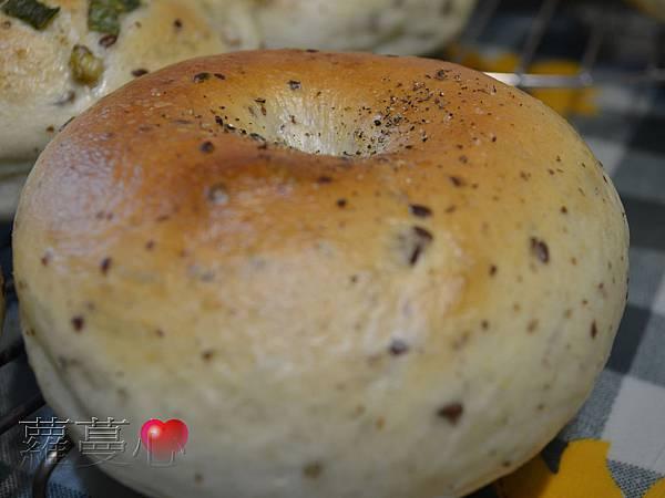 2014-02-06油漬番茄胡桃貝果&蔥貝果_001.jpg
