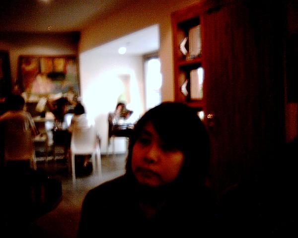 玉山在巴黎的咖啡館取景