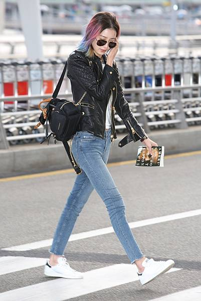 Model-Irene-Kim-wearing-a-Burberry-leather-jacket-while-carrying-The-Rucksack-at-Incheon-International-Airport-4-April-2016